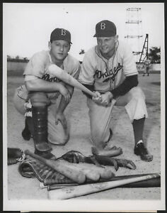 1947-Orig-1st-Gen-Press-Photo-Edwards-Tatum-Dodgers