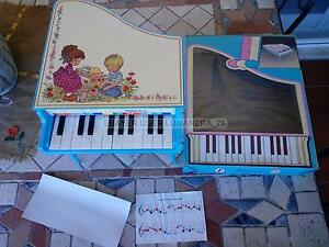 VINTAGE TOY PIANO *FAIPLAST FA MUSICA* MADE IN ITALY 1980s NOS VERY RARE - Italia - VINTAGE TOY PIANO *FAIPLAST FA MUSICA* MADE IN ITALY 1980s NOS VERY RARE - Italia