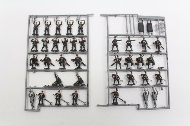 Revell 02508 WW2 German Engineers 1 72 Painted Plastic Figures 38 Pieces V15