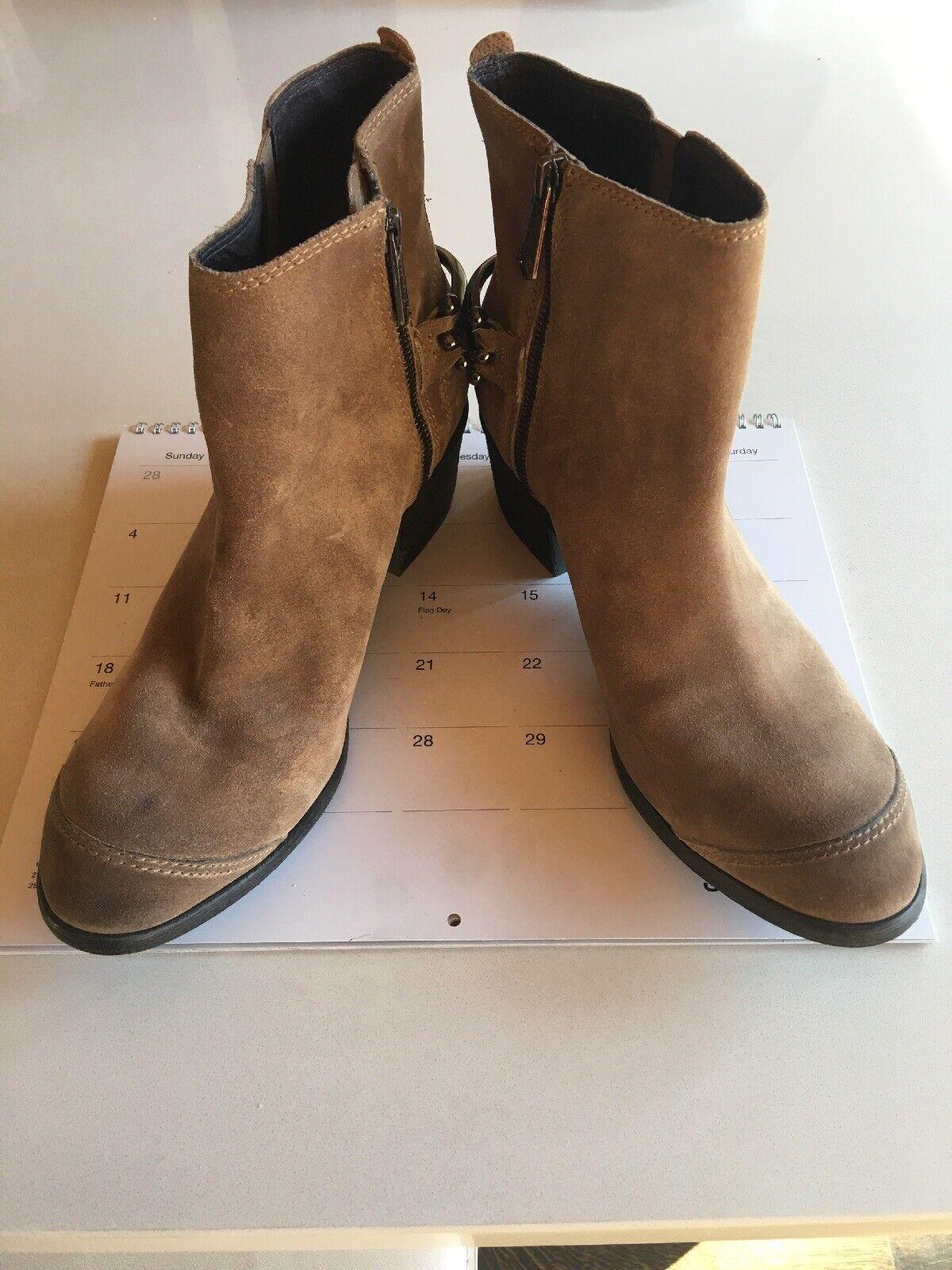 il prezzo più basso Donald Pliner Digg Digg Digg Taupe Suede stivali 9.5  benvenuto a scegliere