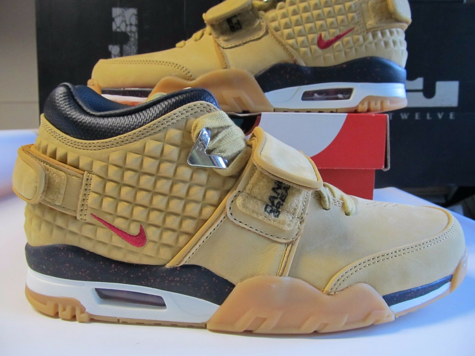 4dd1ef39f2a3 DS Nike Air Trainer V. VICTOR CRUZ PRM Haystack Haystack Haystack Red Black  Wheat Flax