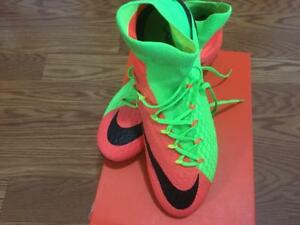 check out f5828 98318 Image is loading NEW-NIKE-MENS-PINK-GREEN-HYPERVENOM-PHATAL-III-