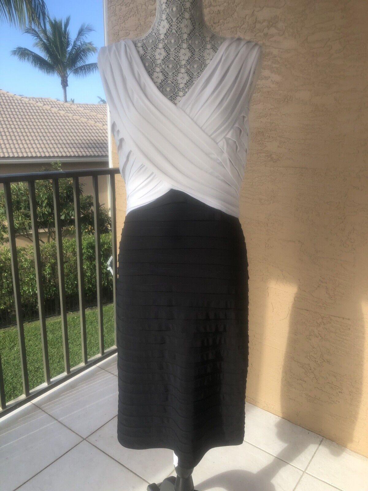 LADIES SIZE 8 SCARLETT NITE BLACK & WHITE RUCHED KNEE LENGTH COCKTAIL DRESS