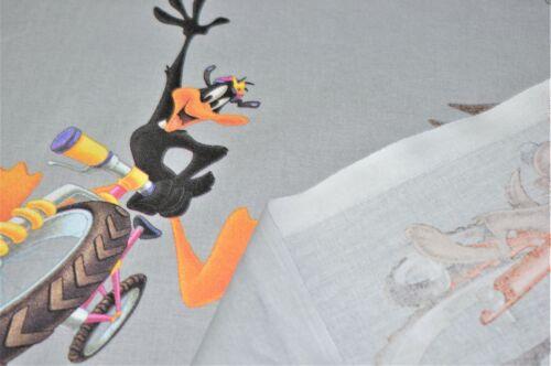 """Bugs Bunny Design Premium 100/% Cotton Quilting Craft Fabric Disney 60/"""""""