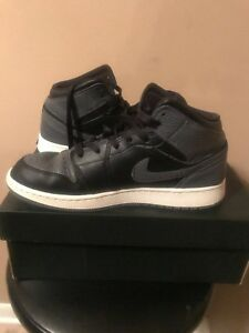 Air Jordan Retro 1 Mid (Black Dark Grey Summit White 7Y 554725-041 ... bb6b03404