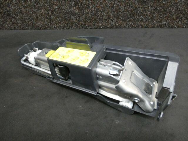 Audi A6 S6 4F C6 Avant Wagenheber Aufnahme Bordwerkzeug 4F0011031D 8E0010175A JA
