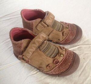 Chaussures-tout-cuir-couleur-prune-a-velcro-pointure-22-PAT-ET-RIPATON