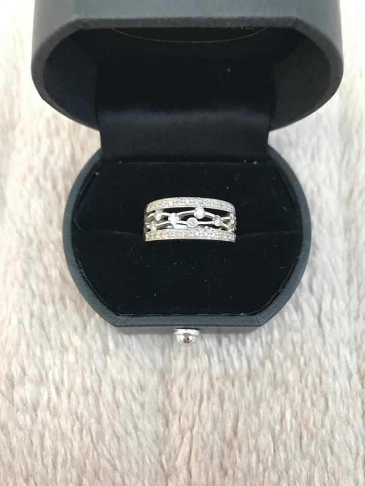 Genuine Hamiltons 18ct White gold Diamond Ring