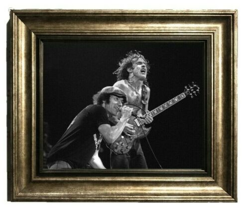 AC//DC BRIAN JOHNSON SINGING /& ANGUS YOUNG ON THE GUITAR PUBLICITY PHOTO