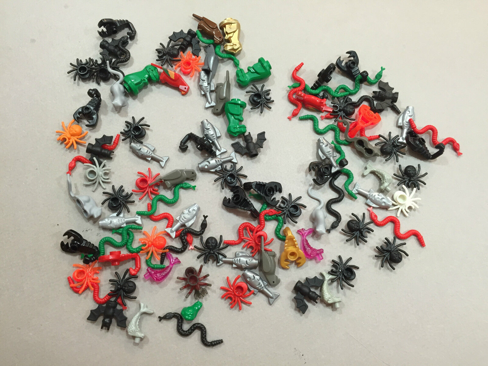 HUGE LOT OF 100 LEGO ANIMALS SPIDERS SPIDERS SPIDERS SNAKES SCORPIONS MINFIG D138 5cef21