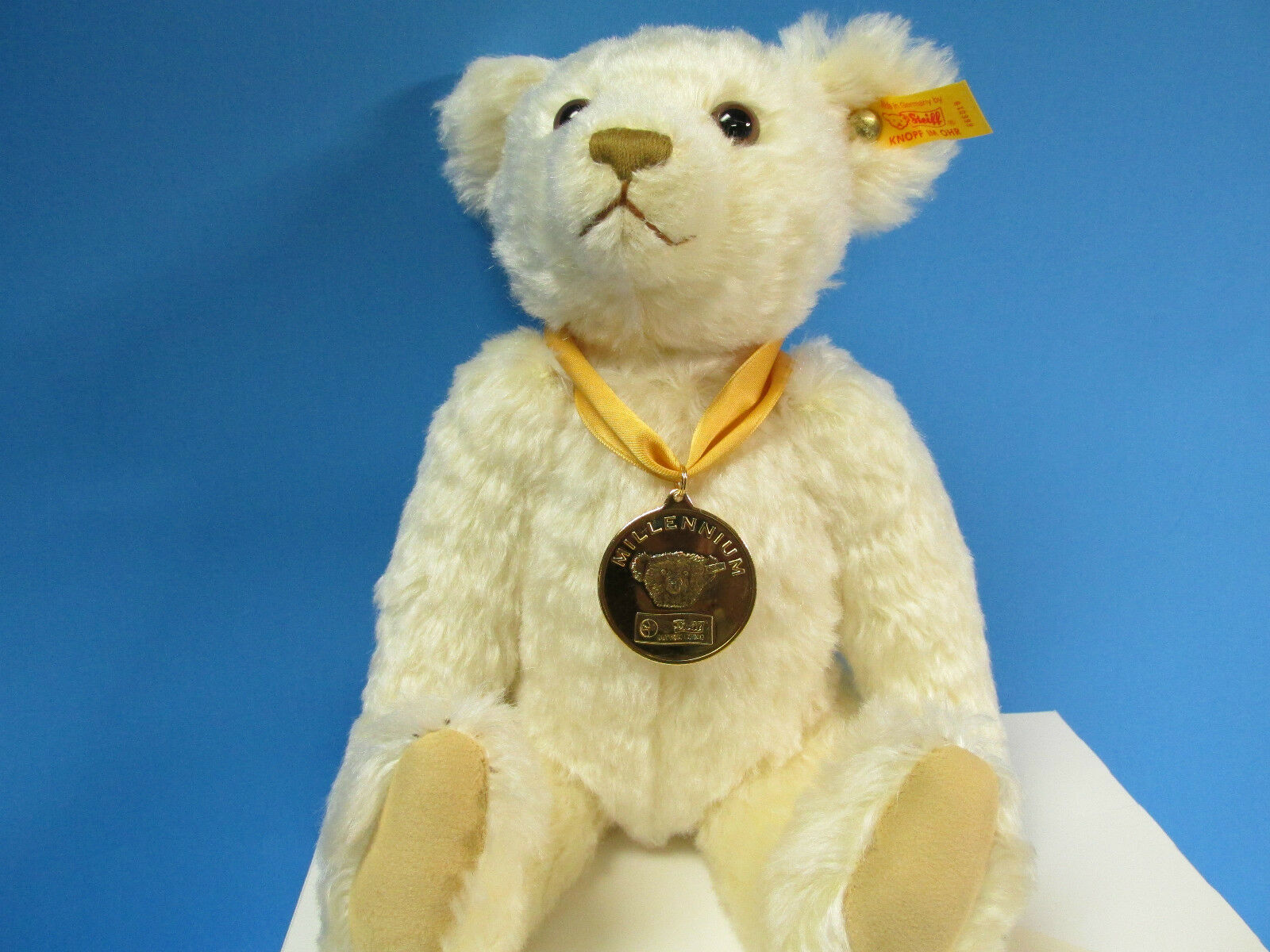 * NEW DANBURY MINT MILLENNIUM THE BEAR OF THE YEAR COLLECTION BY Steiff .. DL-21