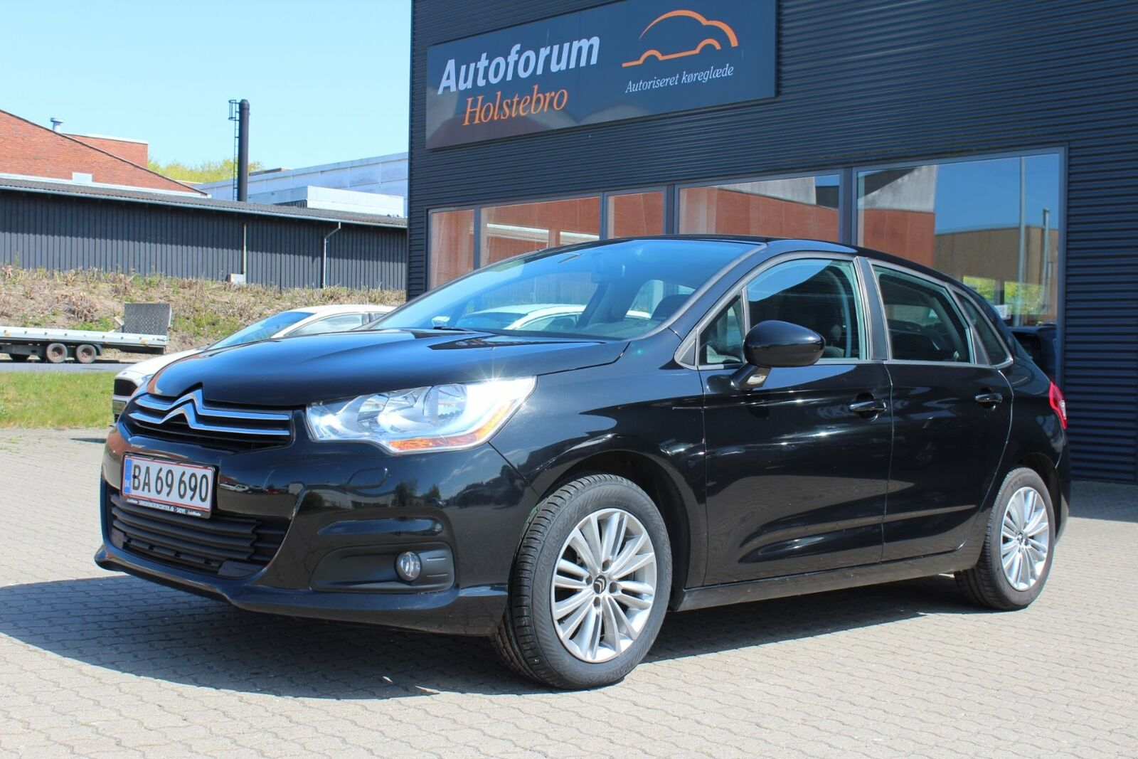 Citroën C4 1,6 HDi 90 Attraction 5d - 46.800 kr.