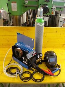 250-Ampere-MIG-MAG-Schweissgeraet-Schutzgas-Brenner-Massekabel-Gasflasche-Neu
