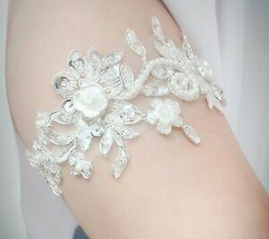 Bridal-Gloves-Vintage-Bridal-Garter-Wedding-Accessories-Pearls-Flowers-Ivory-Set