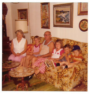VINTAGE-70s-PHOTO-Family-Grandparents-w-Little-Girl-amp-Boys-On-Couch