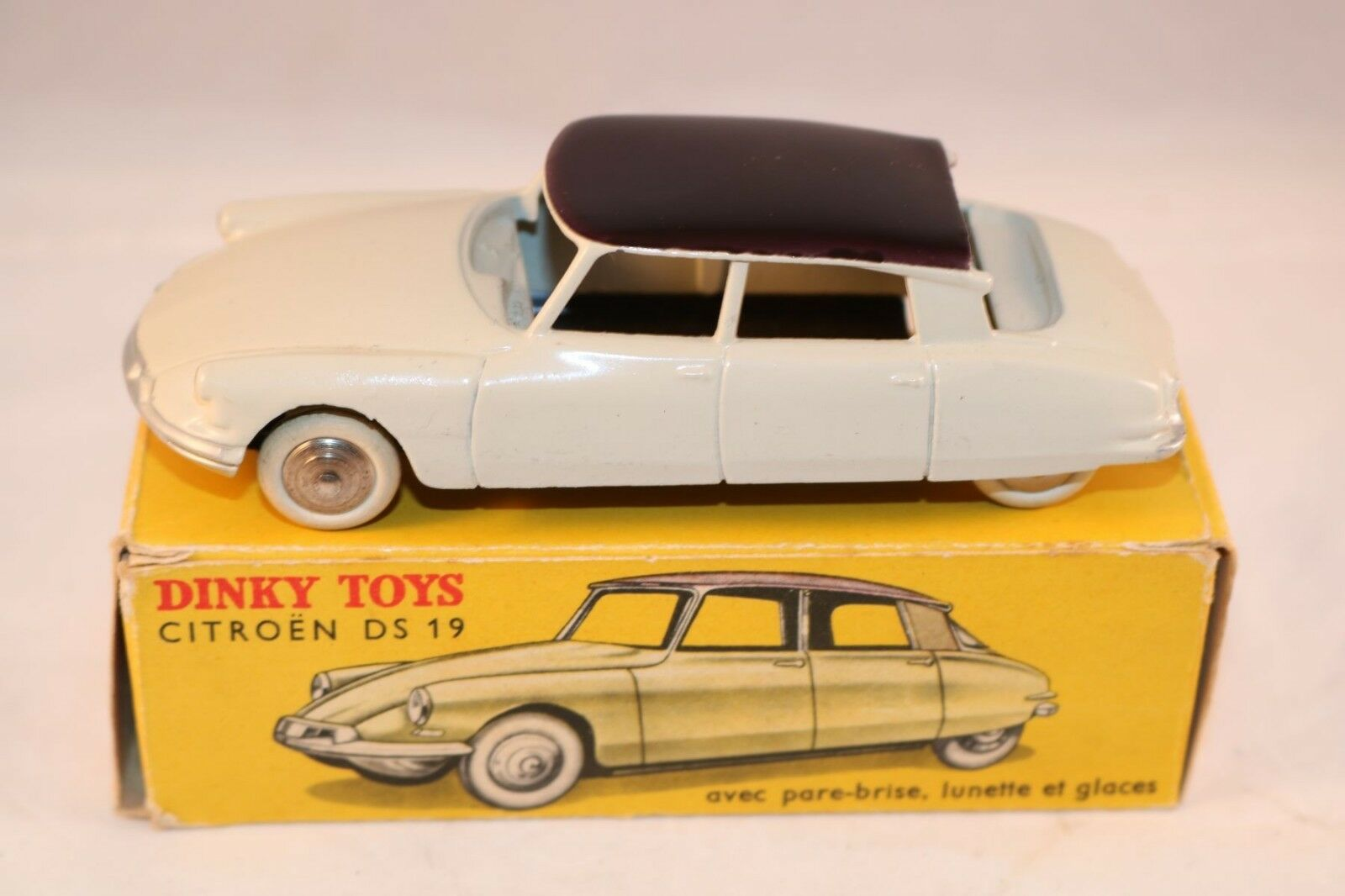 Dinky Toys 24CP 24 CP Citroen DS 19 blanc with rare deep violet roof mint in box