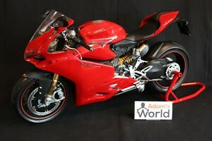 Pocher-Professional-built-kit-Ducati-Panigale-1299-S-1-4-red