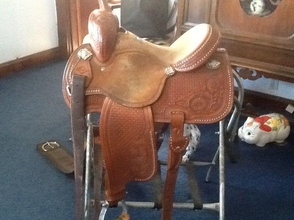 Martin saddle, Sherry Cervi, 13.5. Barrel racing.
