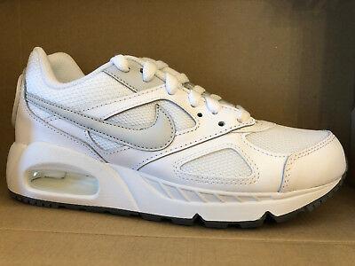 Nike Mujeres Air Max Ivo SHOES WHITE PLATINUM GRIS 580519 105   eBay