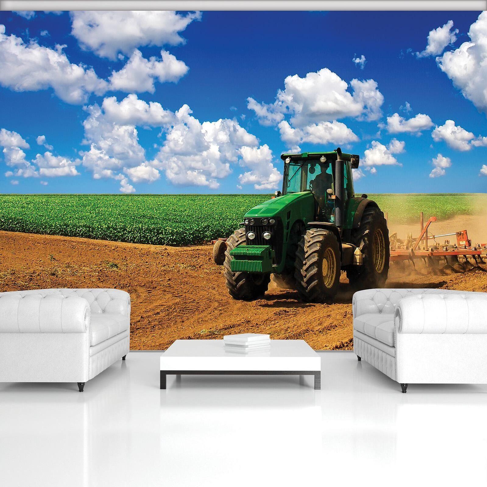 Vließ Fototapete Tapete Wandbild Photo Wallpaper Mural Grüner Traktor auf dem Fe