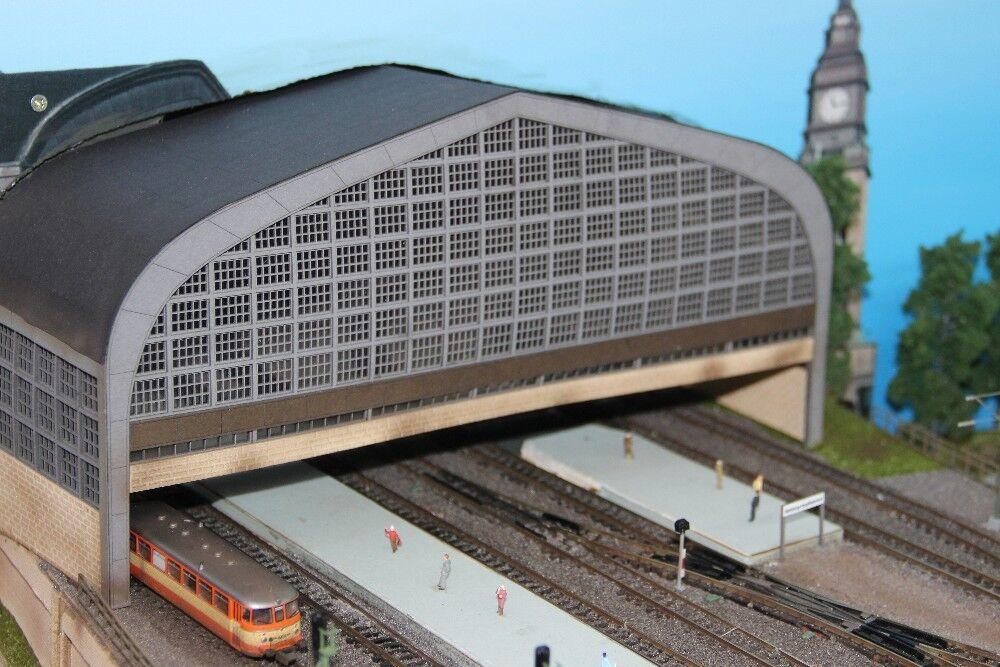 Stadt im Modelll 9930 Bahnhofsportal Hamburg Schattenbahnhofeinfahrt Spur N