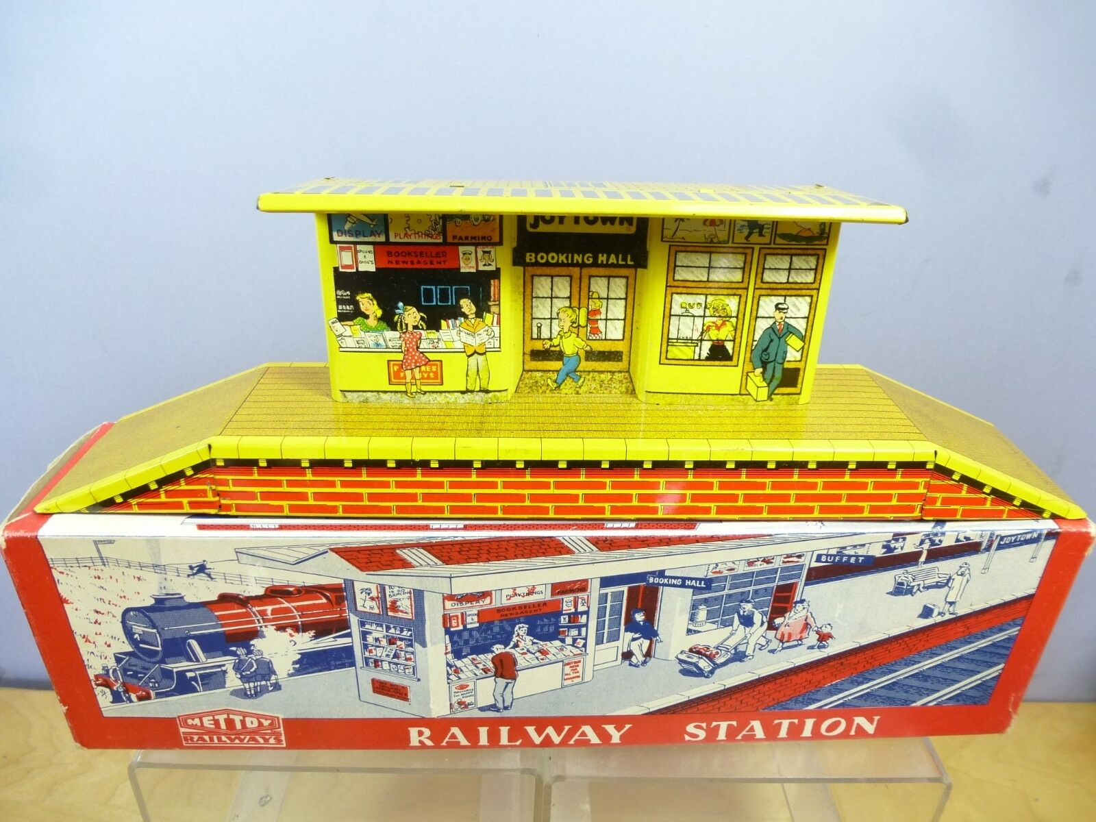 VINTAGE METTOY  O GAUGE TINPLATE MODEL No.5617     JOYTOWN RAILWAY STATION   MIB