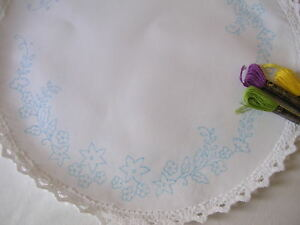 Traced to Embroider Table centre Flower daisy circle CSOO23