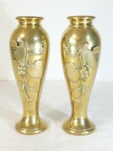 Paire-de-vases-en-bronze-ART-NOUVEAU-decor-aux-vignes-raisins
