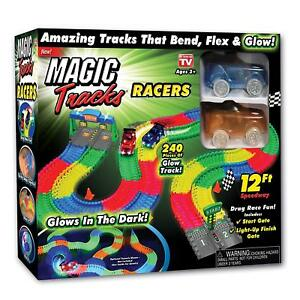 Magic-Tracks-RACERS-with-2-Race-Cars-and-12-feet-of-Glow-in-The-Dark-Racetracks