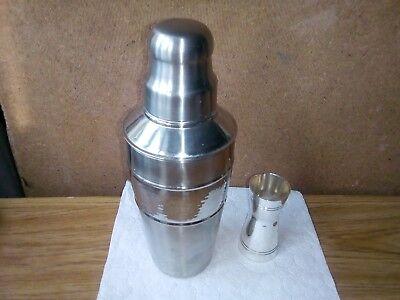 Inox Shaker Una Coppa Meshering-mostra Il Titolo Originale Calcolo Attento E Bilancio Rigoroso