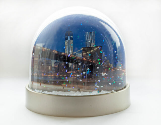 Snow Globe of New York,New York snow shaker, Brooklyn Bridge, Empire state build