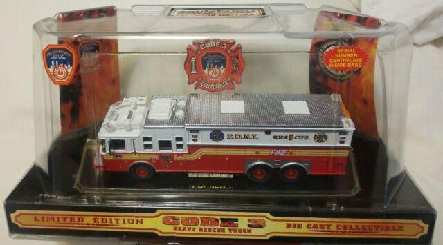 Code 3 Diecast FDNY Saulsbury Heavy Rescue 5 Fire Truck Engine 1/64 12702