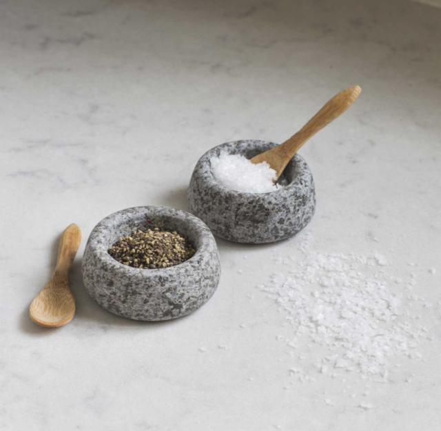 Garden Trading Salt Pepper Pinch Pots With Two Tiny Wooden Scoops
