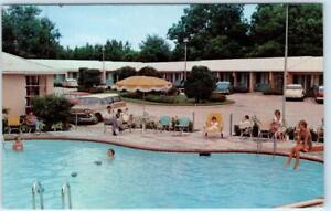 VALDOSTA-Georgia-GA-Roadside-ASHLEY-OAKS-MOTEL-Pool-ca-1950s-Cars-Postcard