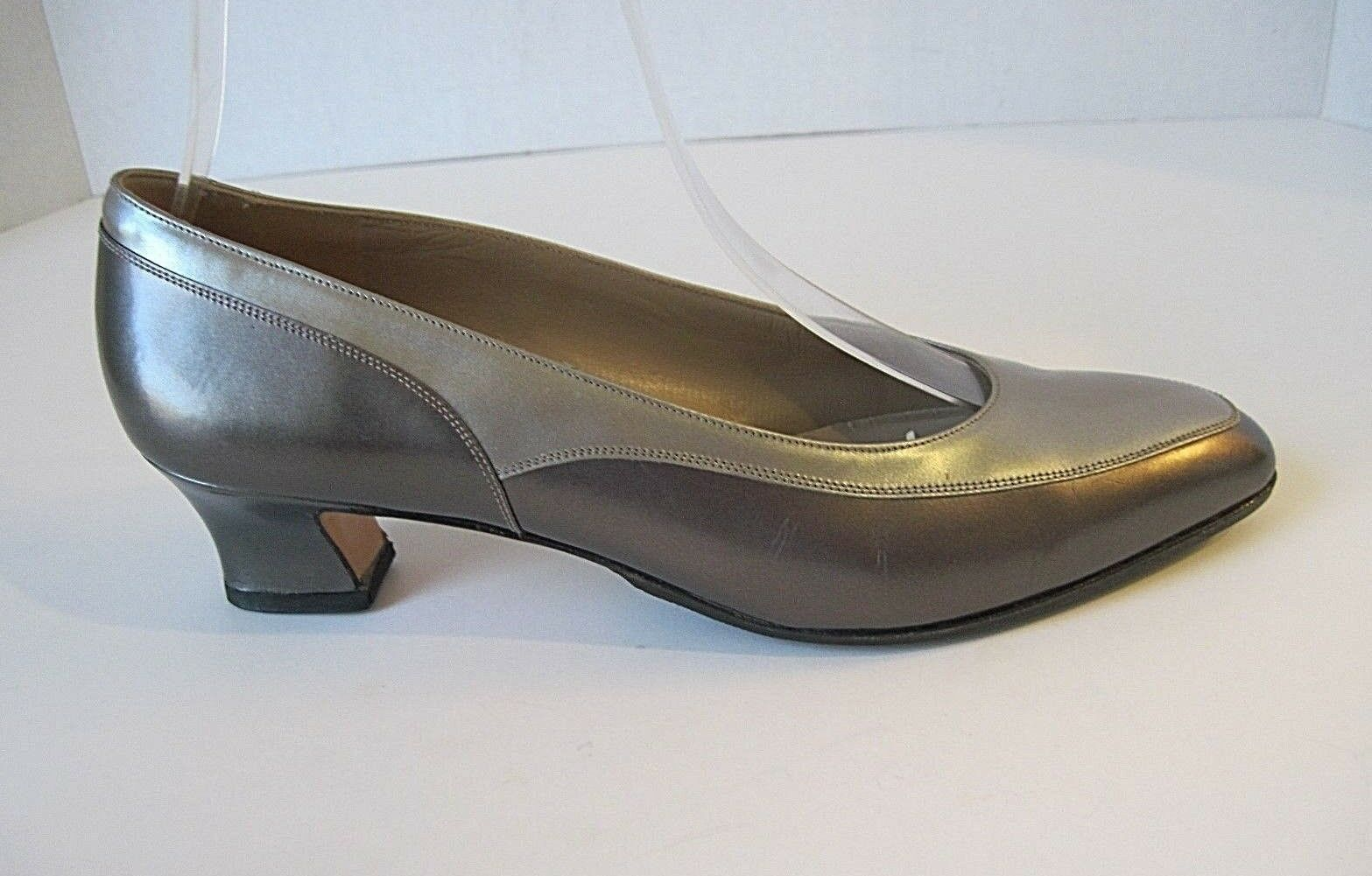 Salvatore Ferragamo Pewter Silver Leder Heels Größe 6 1/2 B, Have Been Resoled