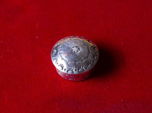 Vintage Small Silver Tone Metal Repousse 5-Sided Lidded Pill Ring Box  ***FREE SHIPPING***