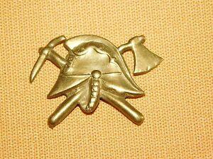 VINTAGE WWII GERMAN  PIN  HELMET (PIN IN BACK BROKEN)
