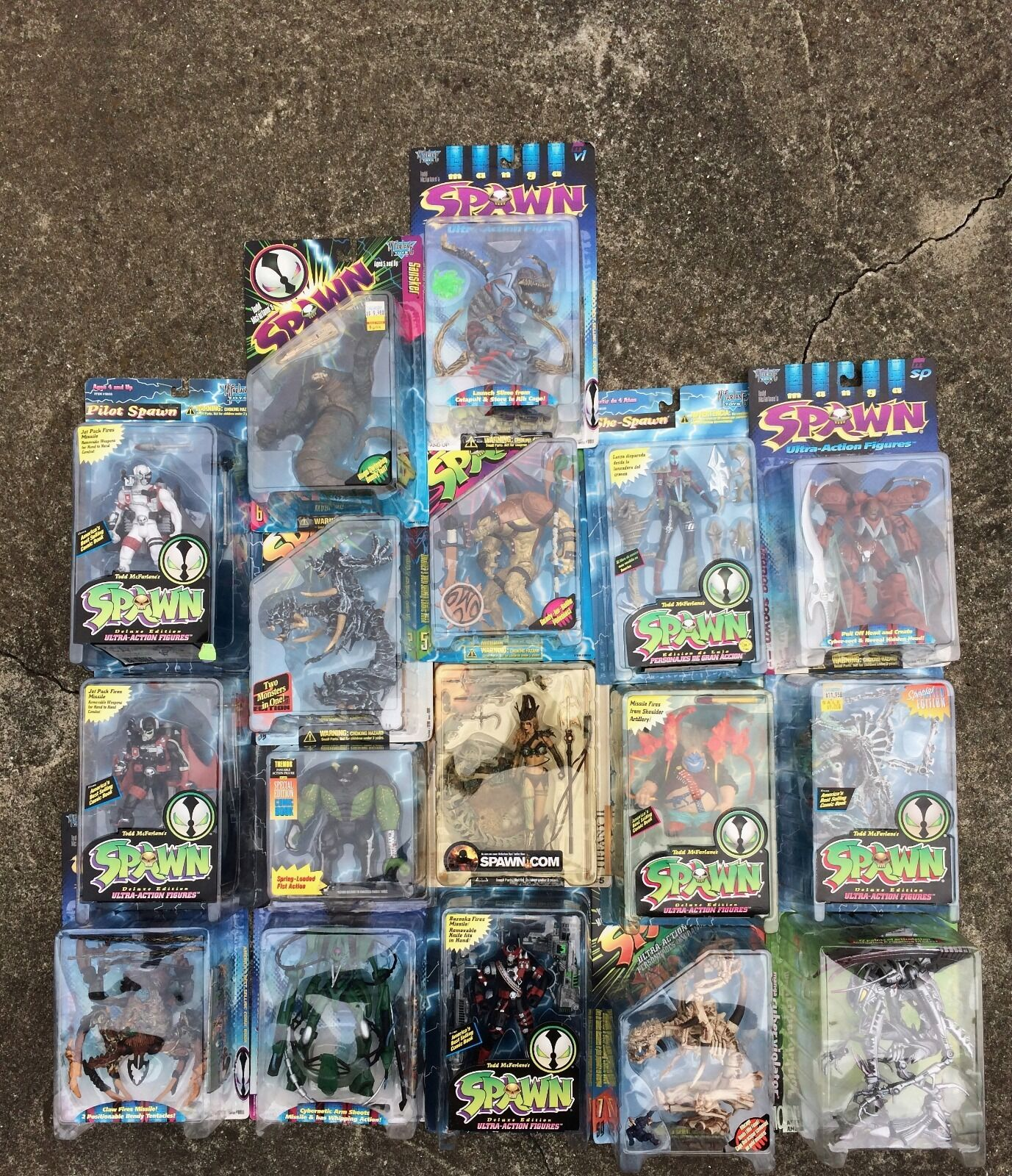 Todd McFarlane's Spawn Action Figure Huge Lot of 17 1990's Toys