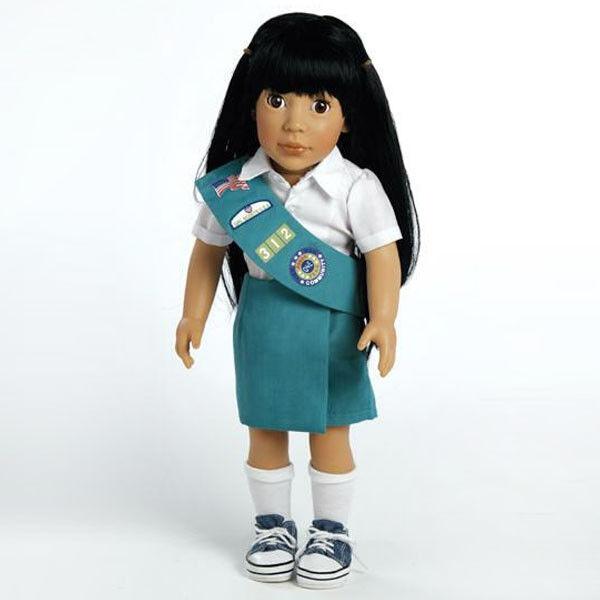 Ava, 18  Girl Scout Junior Muñeca por Adora