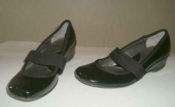 Sharp Black Kenneth Cole REACTION Very Mary2 Slip On Mary Jane Wedge Heel Sz 8 M