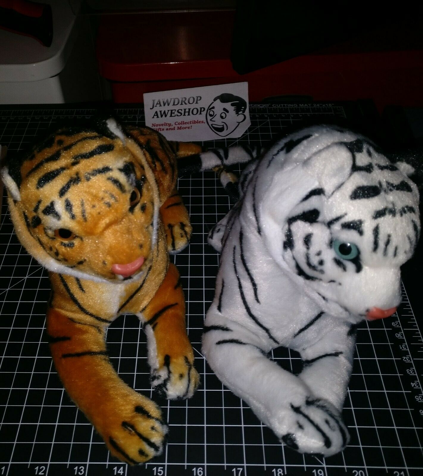 PAIR OF TIGERS (ONE WHITE+ONE REGULAR) PLUSHIE PLUSH TOY NEW EXCELLENT CONDITION