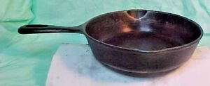 Vintage-Cast-Iron-PAN-8-034-ROUND-DOUBLE-SPOUT-5-TOP-HANDLE-amp-Z-ON-BOTTOM-HANDLE