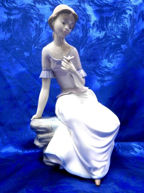 SPRING REFLECTIONS FEMALE FIGURINE NAO BY LLADRO  #1392