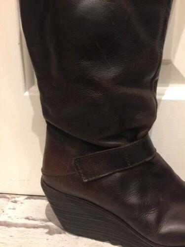 Frau in braunem Leder FLY LONDON Stiefel Uk4 EU37 Mittelhohe Stiefel