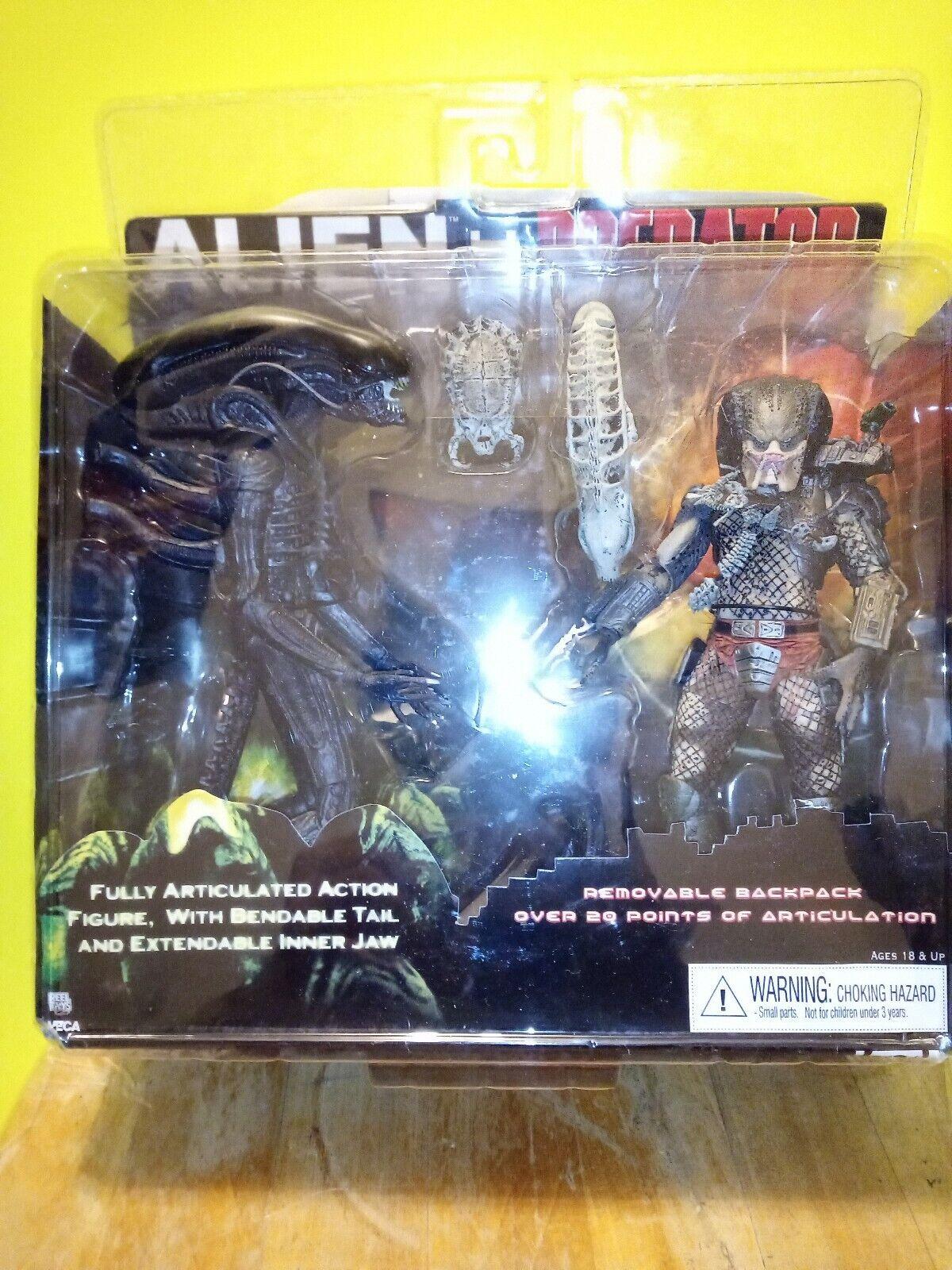 NECA Alien vs Protator Toys R Us exclusive 2 pack