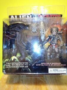 NECA Alien vs Predator Tru Exclusive 2-Pack PVC Action Figure