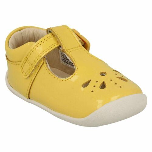 Clarks Girls Roamer Star Patent Leather T-Bar First Shoe Cruisers