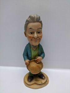 Stan-Laurel-Bisque-Figurine-Holding-His-Hat-17-cm-Tall-Pre-owned