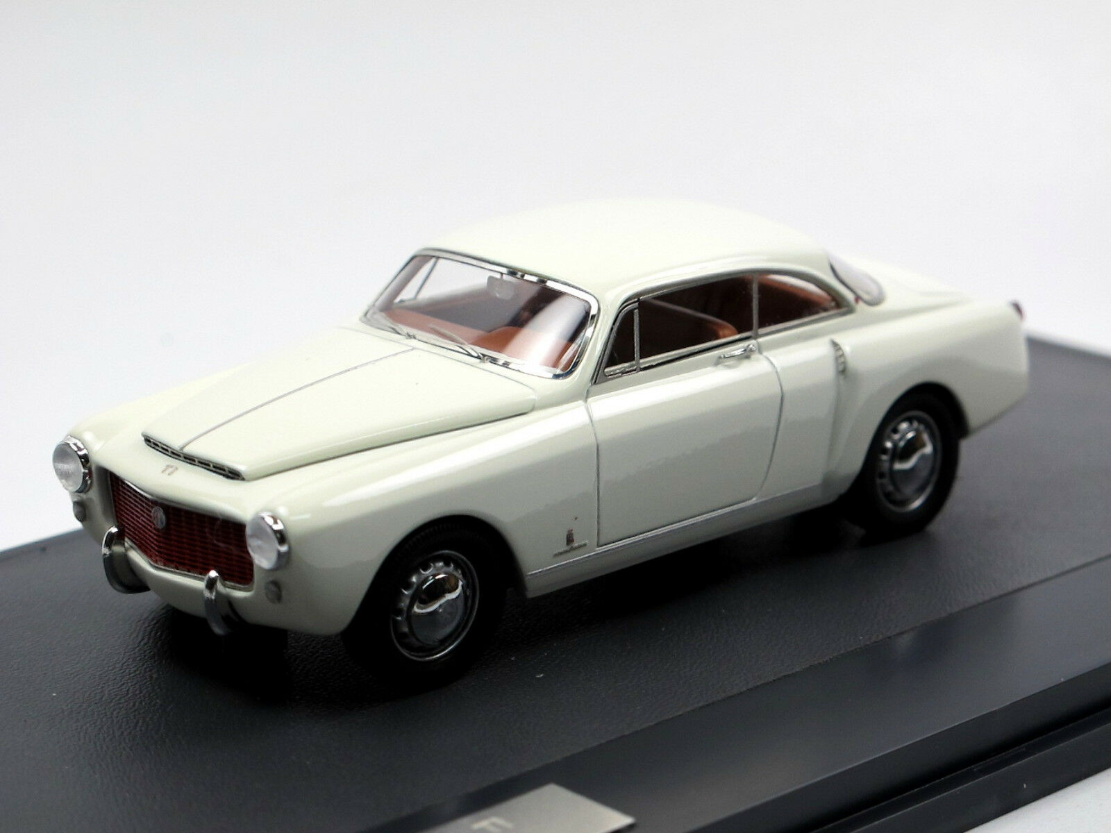 MATRIX SCALE MODELS 1954 Alfa Romeo 1900 L Ti sensible COUPE blanc 1 43