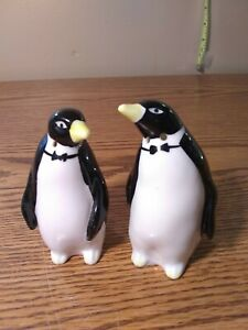 Vintage-Set-Of-Penguins-Salt-And-Pepper-Shakers-Bone-China-yellow-rounded-beaks